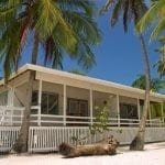 Bungalow des Hotels Pelican Beach Resort auf South Water Caye in Belize